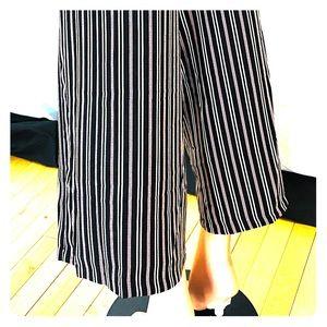 Max studio pinstripe Capri pants